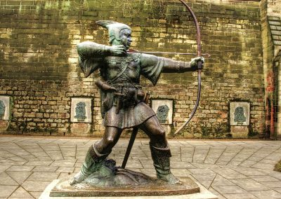 1280px-Robin_Hood_statue_Nottingham_Castle_England-13March2010